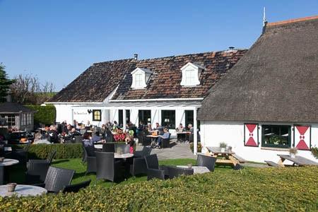 Het terras van restaurant De zwarte Haan